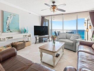 Gorgeous & spacious condo w/ a shared pool, pool spa, & beach access