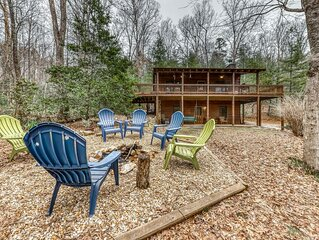 Large Dog-Friendly Cabin w/ Free WiFi, a Pool Table, Private Hot Tub, & Firepit!