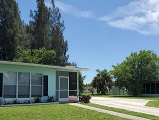 Cozy Clean 2 Bedroom 9 Min. to the Beach & Fishing