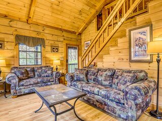 Dog-friendly cabin w/ screened porches/ private hot tub/ pool table/ free WiFi!