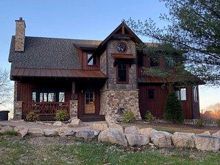 Red, White & Views at Eagles Nest- club amenities, long range views, pet friendl