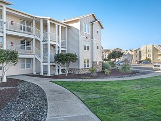Waterfront, Dog-Friendly Condo w/ Ocean Views, Private Washer/Dryer & Free WiFi!