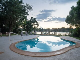 Luxury Waterfront Home 8 mins from Vystar Area