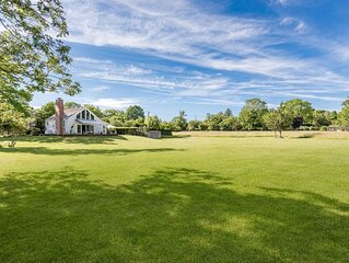 Light filled House, Separate Cottage, Pool, Walk To Water In glorious Hamptons.