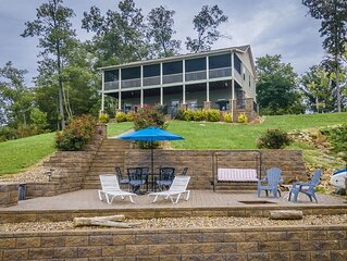 Lakefront w/ Best Sunsets Views Hot Tub, HUGE Outdoor Spaces w/Fire Pit, WIFI