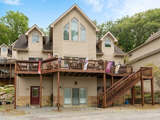 Lake Access Home w/Hot Tub, Pool Table, & Fireplace!