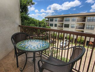 2 bedroom Condo * Inverness, on the Comal River across from Schlitterbahn
