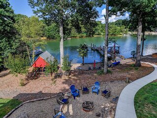 Southern Comfort- Lakefront farmhouse w hot tub, gameroom, firepit, kayaks & hal
