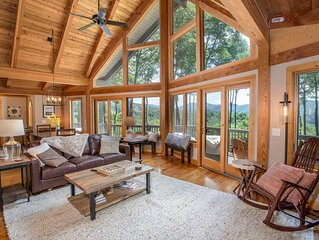 4BR Mountain Lodge near New River w/ Mountain Views, Hot Tub, Game Room, Fire Pi