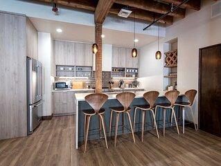 Executive Penthouse w/ King Bed & Wi-Fi