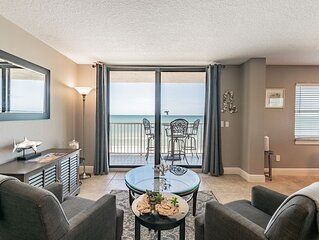 Enjoy Sunsets in Fully Equipped 2BR Condo on the Beach Sleeps 6