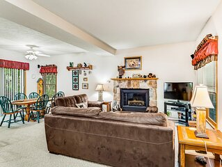 Inviting home near the slopes with air hockey & gas fireplace!
