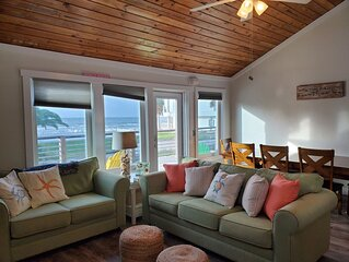 Beautiful Gulf Views! Steps from the beach! 3BR/2BA house, sleeps 8 - 10!
