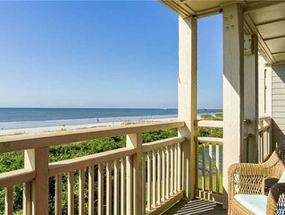 Balcony At The Beach: 2 Bed/2 Bath Oceanfront Condo with Community Pool