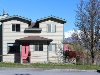 Large Downtown Home - Four Bedroom House, Sleeps 12