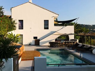 Villa d´architecte, vue mer exceptionnelle, spa, pool house, plage,  piscine