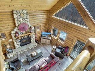 4BR Mountain Cabin - Skiers Paradise, Slope Side, Sleeps 13
