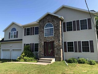 Picturesque Luxurious Mountain Home-near all main Attractions in the Poconos
