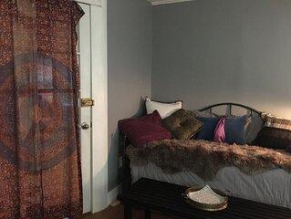 Mid-Town Tulsa - 2 bedrooms! 15th/Delaware