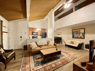 Charming one bedroom loft, one bath mountain condo, Sierra Manors #098, In town