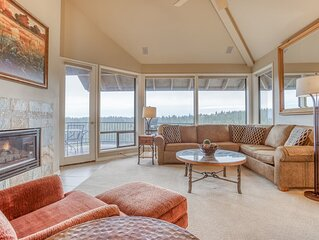 Enjoy Soaring Deschutes River Views from this Beautifully Appointed Three-Bedroo