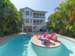 Stroll to Pine Ave! Private Heated Pool