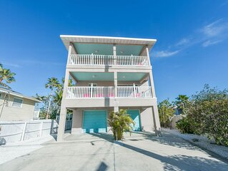 Steps to the sandy gulf beaches!! Private Heated Pool