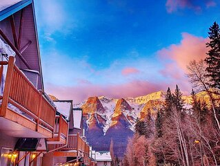 Scenic Banff Gate Mountain view 2-Sty Townhouse (3BD/1.5BA/6PPL)