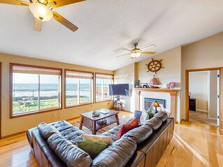 Oceanfront house w/private hot tub & spectacular view - steps to beach, 1 dog OK