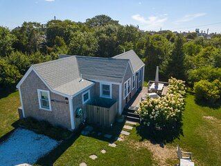 Adorable West End Cottage With Direct Water Views, Walking Distance To Beach