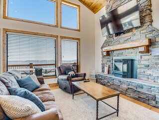 Stunning new cabin w/ hot tub, lake views, fire pit, basketball & pickle court!