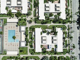 Elegant 2br condo inside Margaritaville. Private courtyard & restaurant on-site!