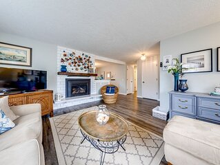Updated, family & dog-friendly home w/ Ping-Pong, 3 blocks to beach!