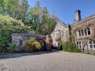 This cottage is a simple conversion of the 16th century Gatehouse at Gwydir Cast
