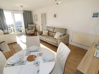 This ground floor, single level, 1-bedroom holiday apartment offers stylish and