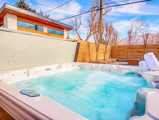 Gorgeous Sugarhouse Cottage * Private Hot Tub * Foosball * Fire Pit Lounge