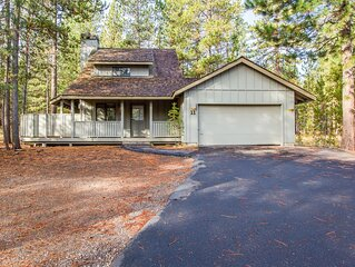 Walk to the SHARC and Only 1 Mile from the Village at Sunriver-East Butte 11