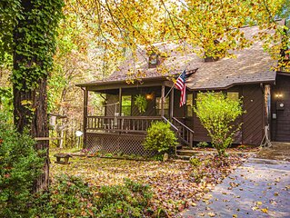 Nice Country Cabin with Creek and Internet Access. 3 Bedrooms, Screened Porch
