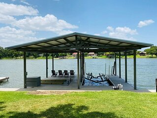 Shade Tree Cottage - Perfect Lake LBJ Getaway! Brand NEW Boat Dock!