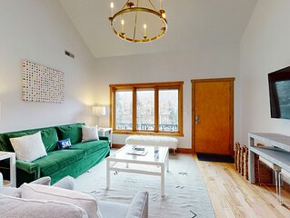Chic mountain view condo w/ luxury finishes - near skiing, on bus route!