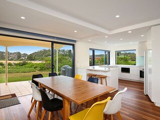 Beachfront Delight - 14b Bareena Avenue