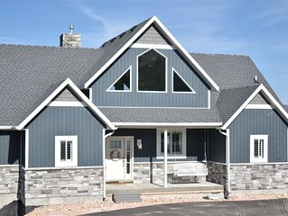 Lake House at Garden City-Beautiful 5 bedroom, amazing views, new hot tub!