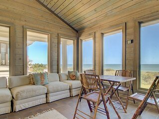 Spacious Oceanfront Villa with Elevator, wifi, library, board games, sunroom, a