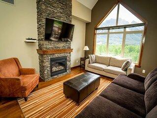 Spacious 3BR 2BA Penthouse w Mtn Views - Sleeps 8