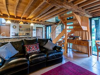 Converted barn in the Cotswolds countryside. Dog friendly and self check in avai