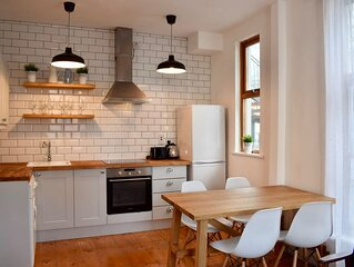 Central Dublin funky modern bright 2 Bed Apartment