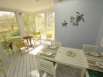 Screened Porch with dining table for 6