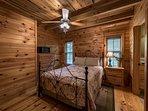1st floor bedroom with queen size bed and full ensuite bathroom off bedroom