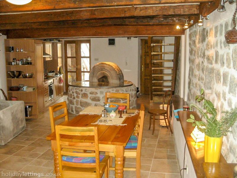 Let's start downstairs in the kitchen/dining area with its well equipped kitchen and Old Mill
