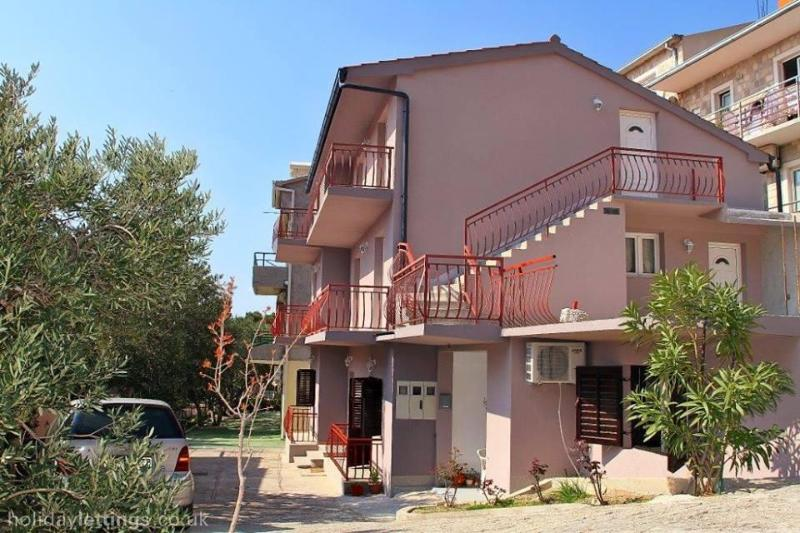 Tomaš Ivan Apartments of Brela / ROOM 2, vacation rental in Brela